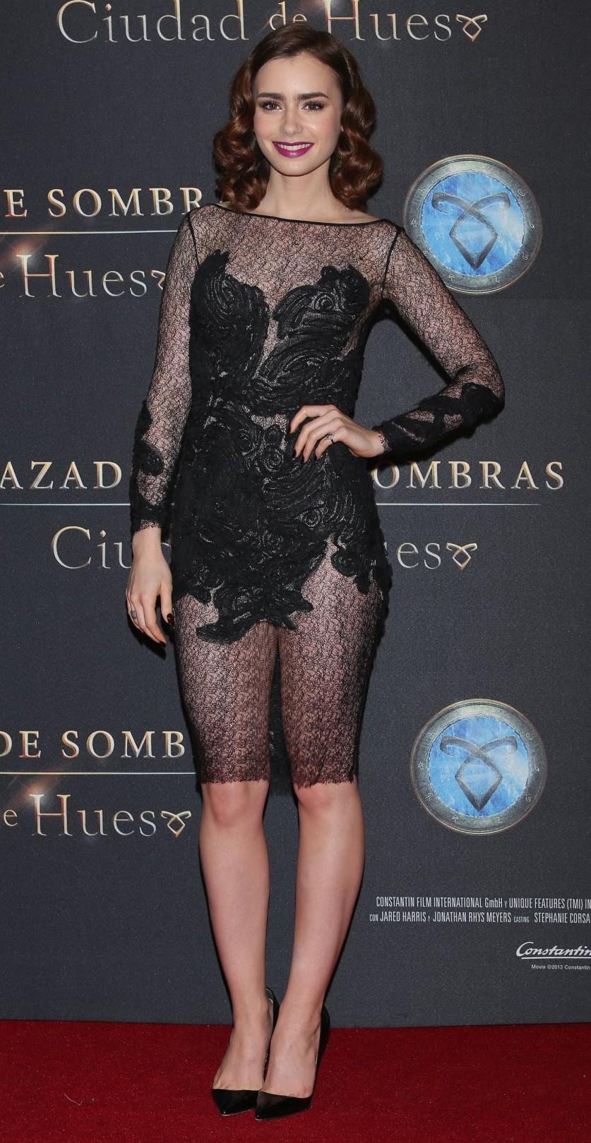 d079e5a3707923 lily-collins-at-the-mortal-instruments-city-of-