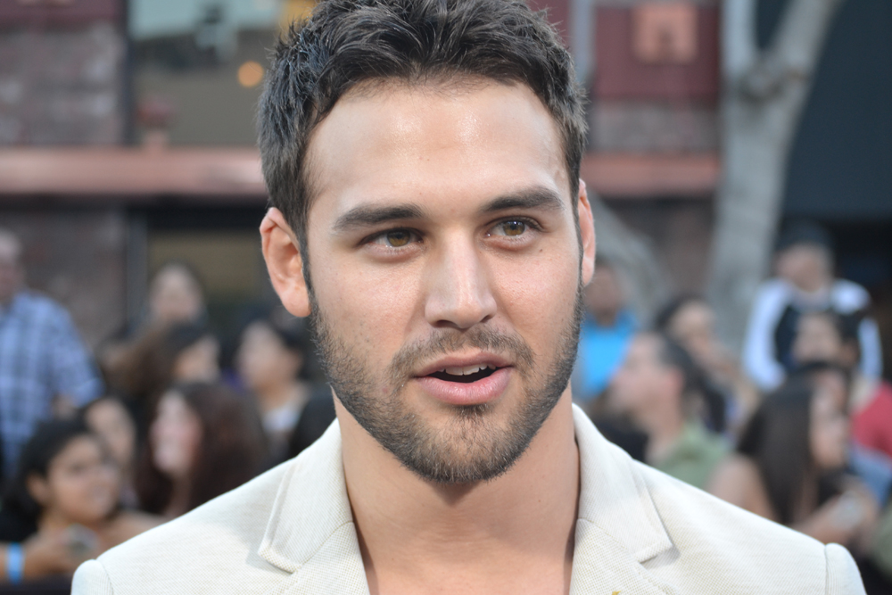 WATCH: Ryan Guzman, Star of STEP UP: ALL IN, Dances on the DIVERGENT Red Carpet