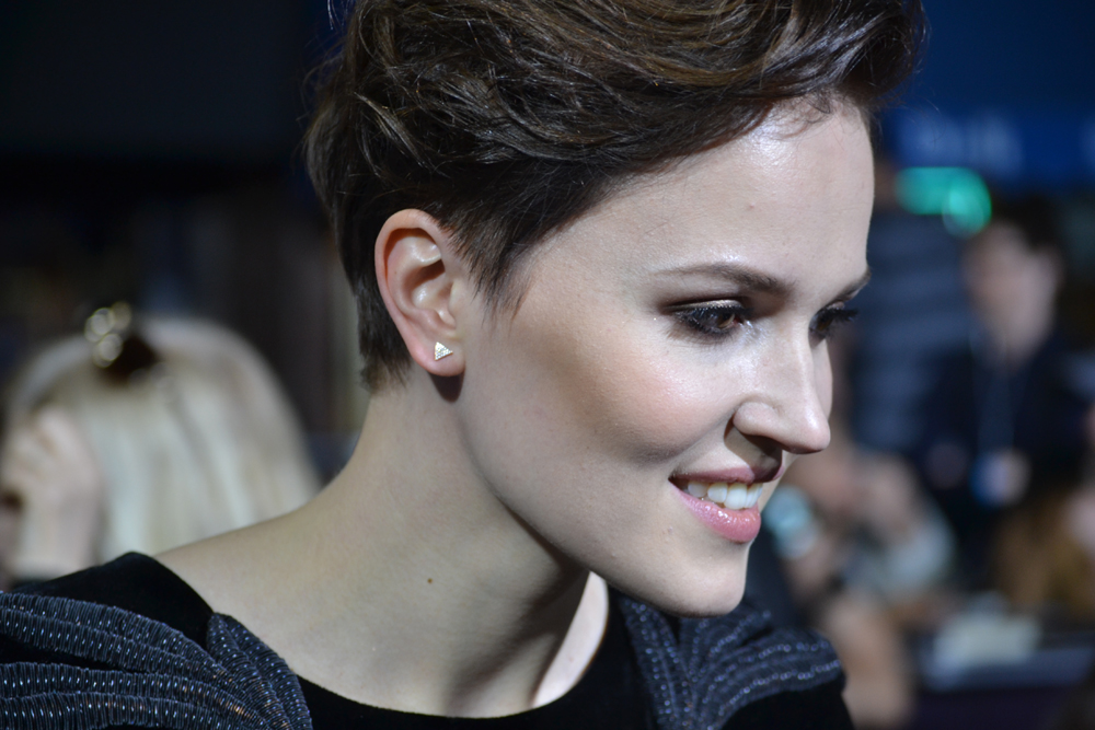 WATCH: Veronica Roth Talks Obsessions & Writing Through College at DIVERGENT Premiere