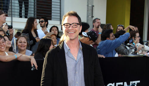 WATCH: Joshua Malina Talks SCANDAL on DIVERGENT Red Carpet